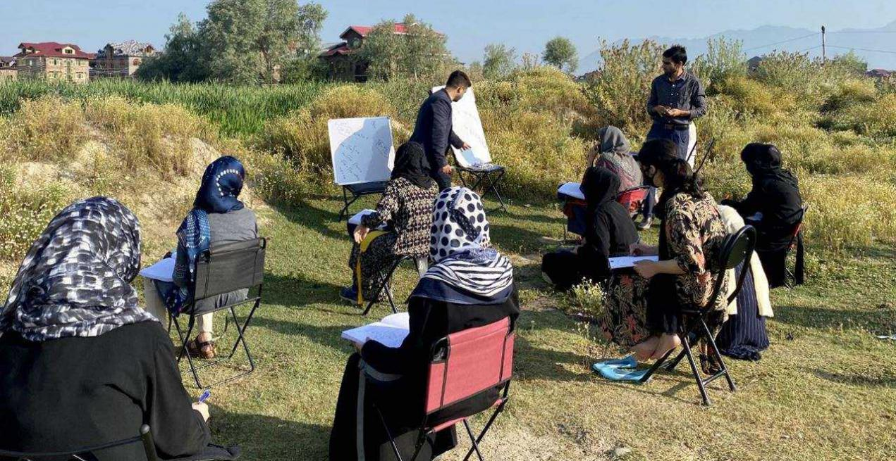 Open-Air Classes in Kashmir Amid COVID Crisis is Winning Hearts