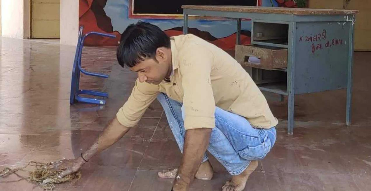 This Gujarat Principal Mops His School Everyday Before The Bell Rings