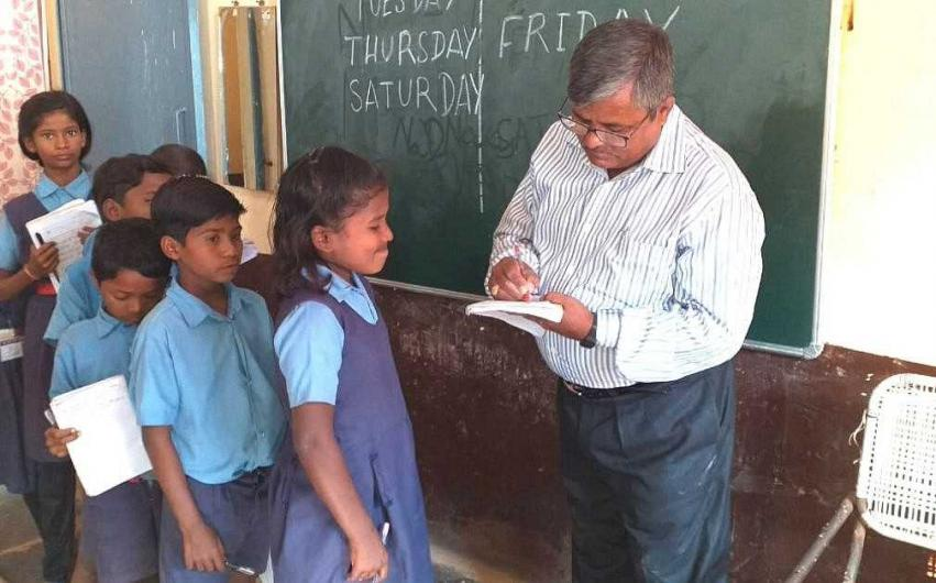 Bihar Teacher Charges Rupee 1 To Teach Less-privileged Kids