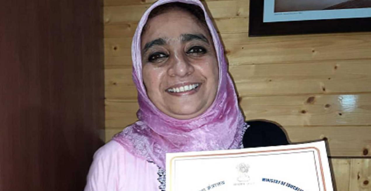 Teaching With Household Scrap, Roohi Sultana is Revolutionising Education in Kashmir